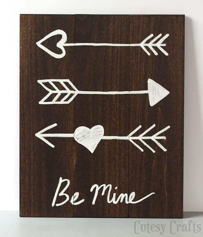 CutesyCrafts.com arrow art for Valentine's Day.